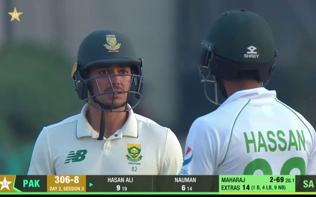 Hasan Ali and Quinton de Kock faceoff