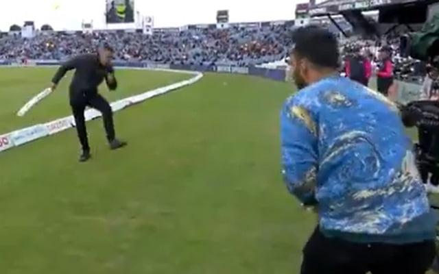 Kevin Pietersen and Dinesh Karthik